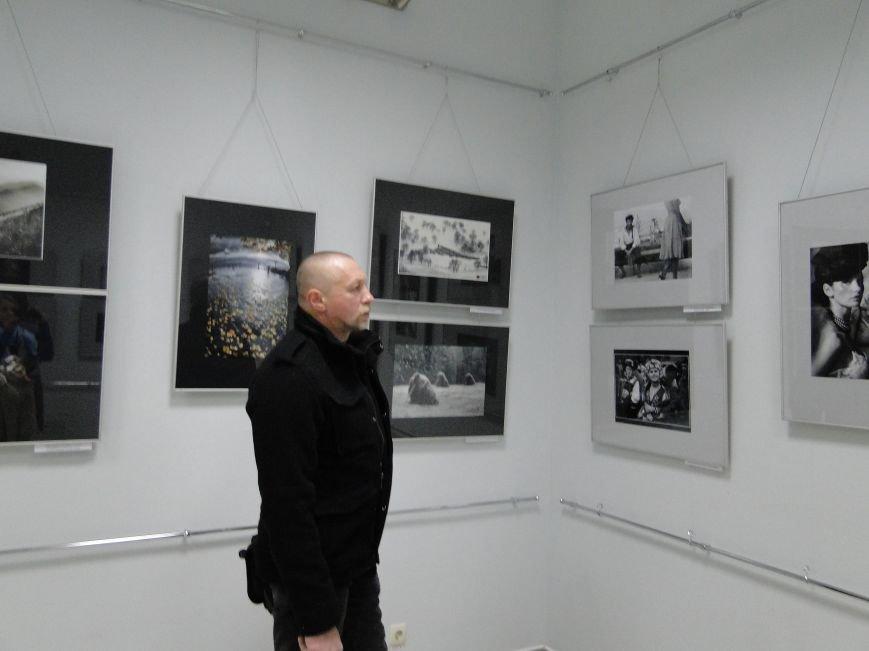 Фотовиставка «Перша з фондів» відкрилась у Хмельницькому (фото) - фото 1