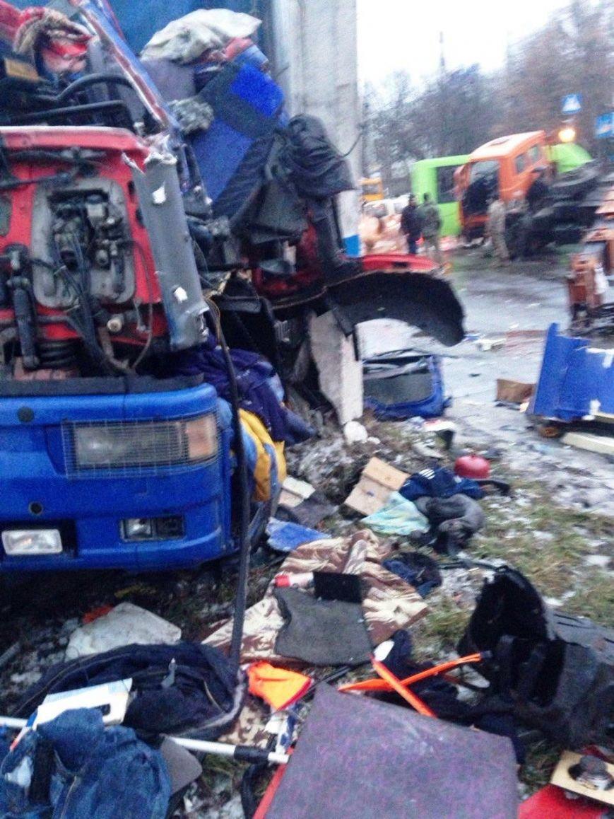 В Краматорске произошло ДТП с участием военной техники (ФОТО) (фото) - фото 2