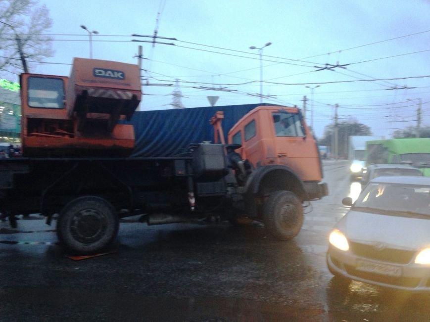 В Краматорске произошло ДТП с участием военной техники (ФОТО) (фото) - фото 3