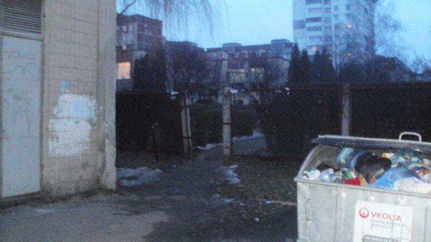 У Тернополі поблизу садочку діти під загрозою ураження електричним струмом (фото), фото-1
