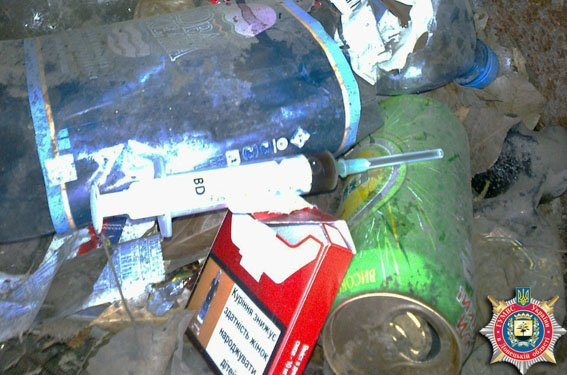 В Краматорске милицейский патруль задержал наркоманов (фото) - фото 1