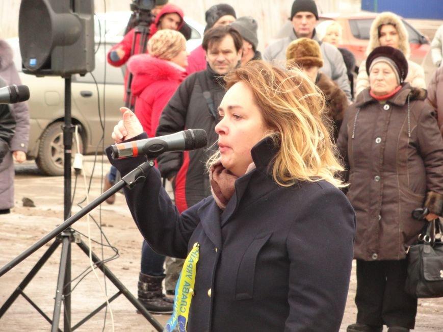 На митинге-реквиеме в память о жертвах обстрела «Восточного» очевидцы доказывали сомневающимся, откуда  стреляли по городу (ФОТО+ВИДЕО) (фото) - фото 1