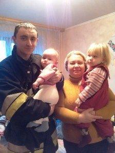 ФОТОФАКТ: у львівській квартирі зачинились двоє малюків (фото) - фото 1