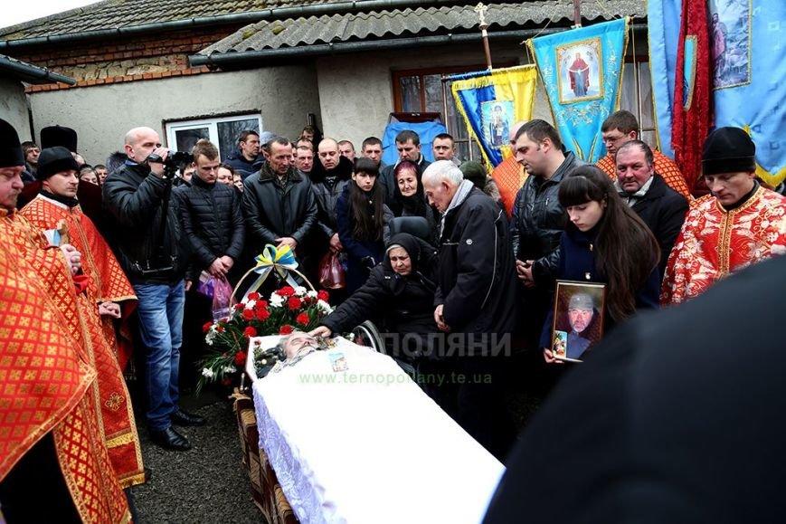 Покинув США, щоб померти за Україну! На Тернопільщині поховали воїна АТО Володимира Питака (ФОТО, ВІДЕО) (фото) - фото 1