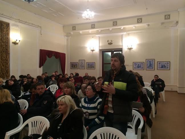 В Мариуполе «интеллектуальный десант» предложил волонтерам активно противодействовать «бабкам за бабки» (ФОТО) (фото) - фото 1