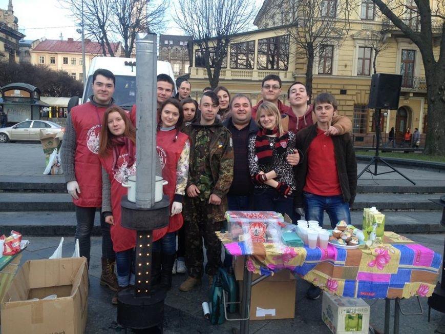 ФОТОФАКТ: за день львівські волонтери зібрали для бійців АТО майже 10 тис. гривень, фото-2