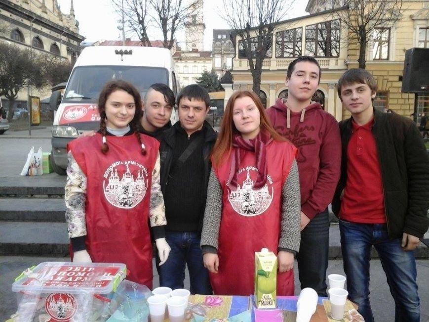 ФОТОФАКТ: за день львівські волонтери зібрали для бійців АТО майже 10 тис. гривень, фото-1