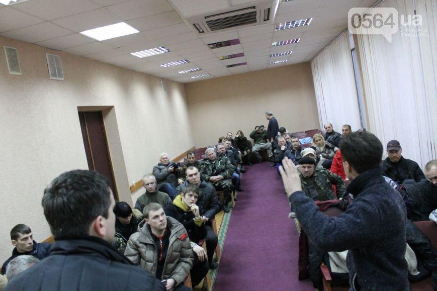 В Кривом Роге  провели выездную сессию горсовета, на митинге потребовали признать Россию страной-агрессором и не торговать идеями Майдана (фото) - фото 5