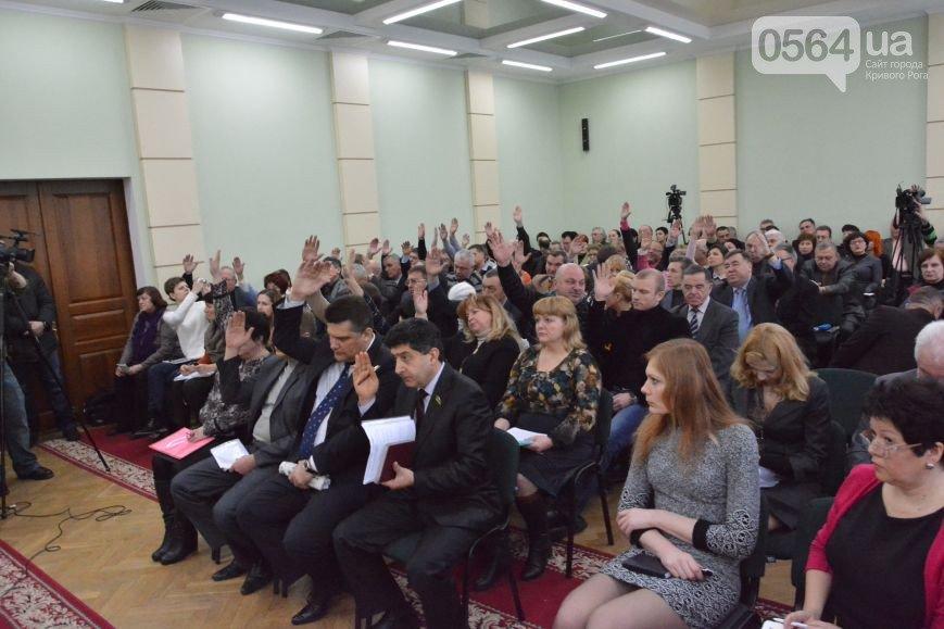 В Кривом Роге  провели выездную сессию горсовета, на митинге потребовали признать Россию страной-агрессором и не торговать идеями Майдана (фото) - фото 2