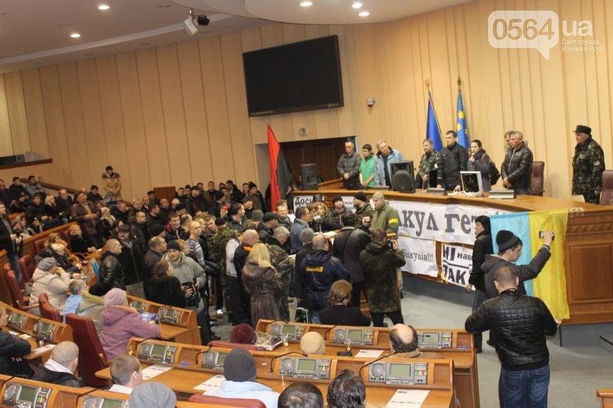 В Кривом Роге  провели выездную сессию горсовета, на митинге потребовали признать Россию страной-агрессором и не торговать идеями Майдана (фото) - фото 4