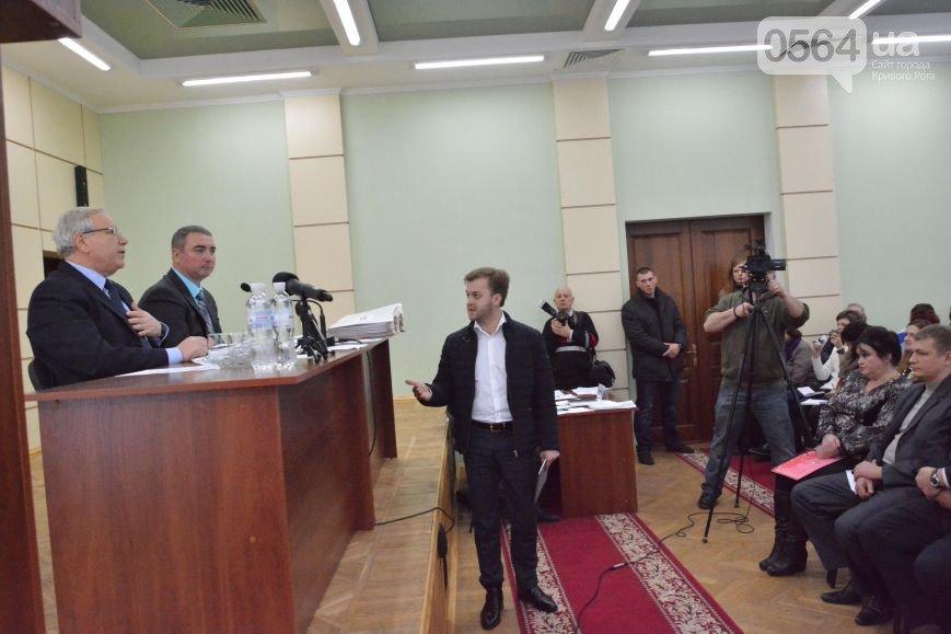 В Кривом Роге  провели выездную сессию горсовета, на митинге потребовали признать Россию страной-агрессором и не торговать идеями Майдана (фото) - фото 1