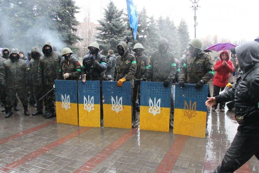В Кривом Роге  провели выездную сессию горсовета, на митинге потребовали признать Россию страной-агрессором и не торговать идеями Майдана (фото) - фото 3