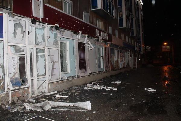 Центр Донецка подвергся мощному артобстрелу - за выходные в городе погибли 15 человек (ФОТО) (фото) - фото 2
