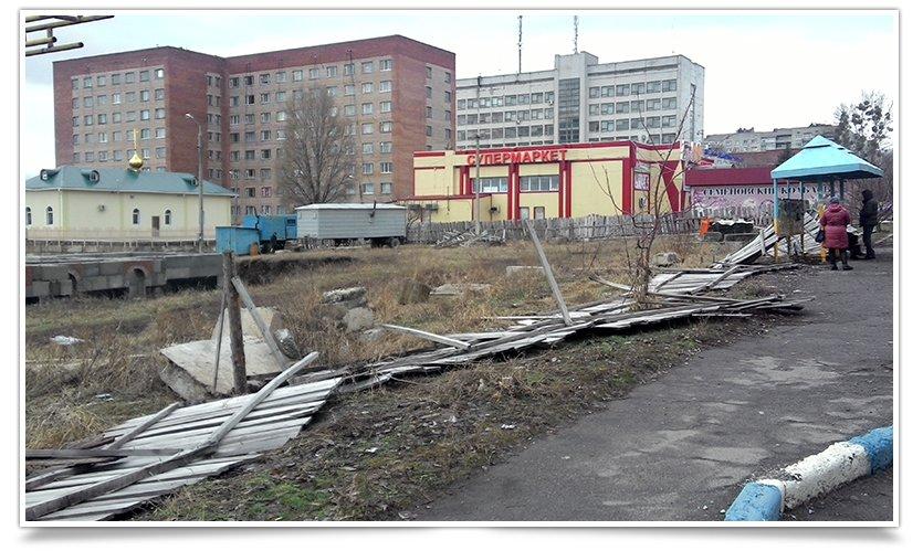 Ночью в Славянске прошёл ураган, повалены деревья и заборы (фото) - фото 2