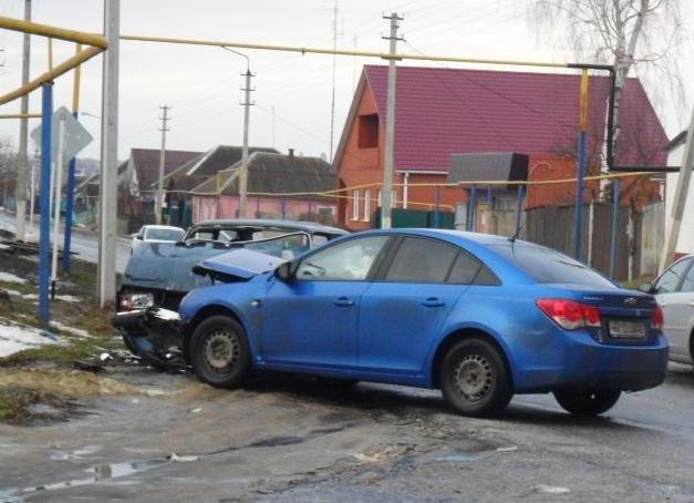 В Белгородской области столкнулись три ВАЗа: один человек погиб (фото) - фото 1