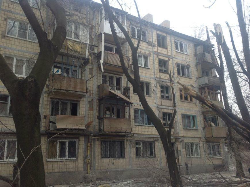 Центр Донецка подвергся мощному артобстрелу - за выходные в городе погибли 15 человек (ФОТО) (фото) - фото 1