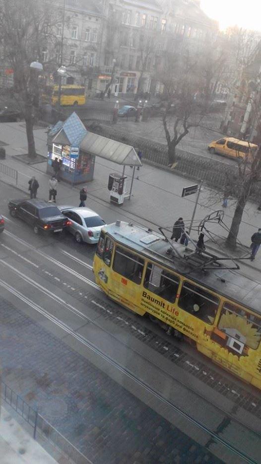 Ранкове ДТП у Львові паралізувало рух трамваїв (ФОТО), фото-1