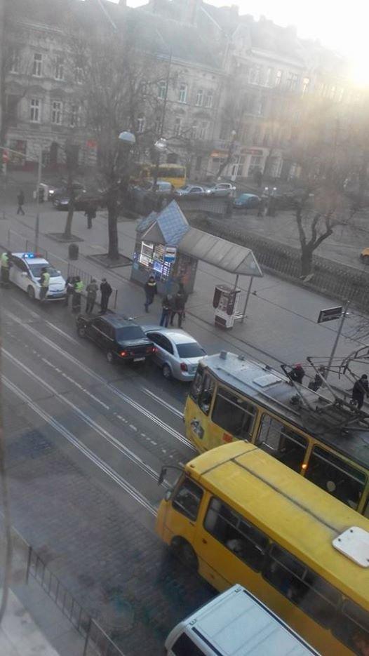 Ранкове ДТП у Львові паралізувало рух трамваїв (ФОТО), фото-2