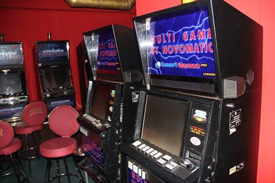 В Чернигове работало подпольное казино с подземным ходом (фото) - фото 1