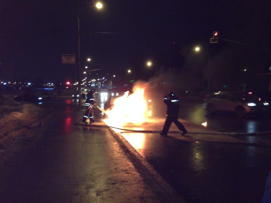 Машина в огне. Что делать, если ваш автомобиль загорелся?, фото-1