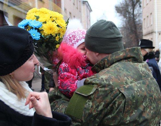 Сьогодні зі сходу держави повернувся зведений загін правоохоронців Житомирщини (фото) - фото 1