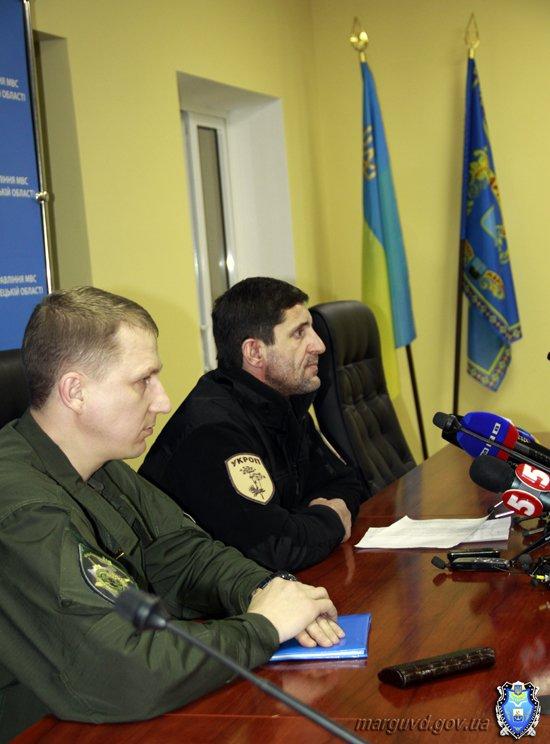 2015_02_02_Mariupol_Press-konferencija Abroskin-Shkirjak_13s
