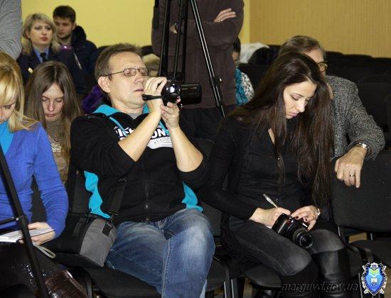 2015_02_02_Mariupol_Press-konferencija Abroskin-Shkirjak_2s