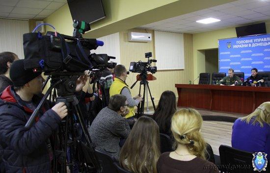2015_02_02_Mariupol_Press-konferencija Abroskin-Shkirjak_3s