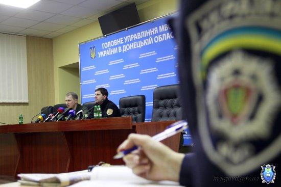2015_02_02_Mariupol_Press-konferencija Abroskin-Shkirjak_12s