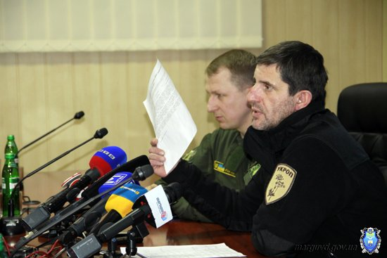 2015_02_02_Mariupol_Press-konferencija Abroskin-Shkirjak_11s