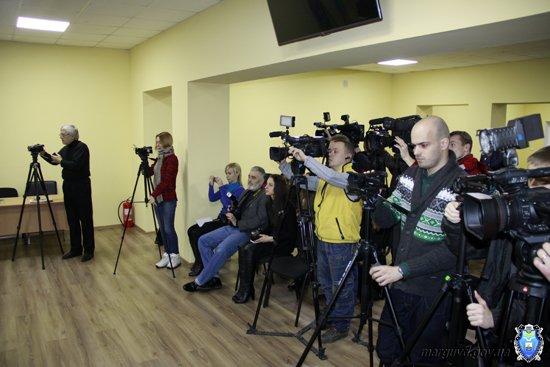 2015_02_02_Mariupol_Press-konferencija Abroskin-Shkirjak_8s