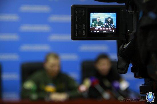 2015_02_02_Mariupol_Press-konferencija Abroskin-Shkirjak_10s