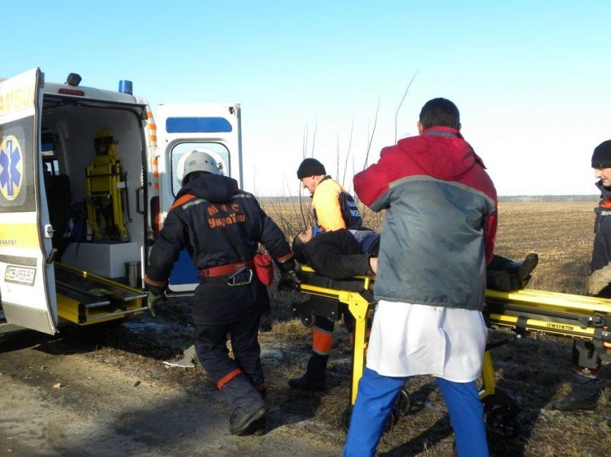 За день рядом с Черниговом спасателям пришлось дважды вырезать людей из пострадавших в ДТП автомобилей (фото) - фото 1