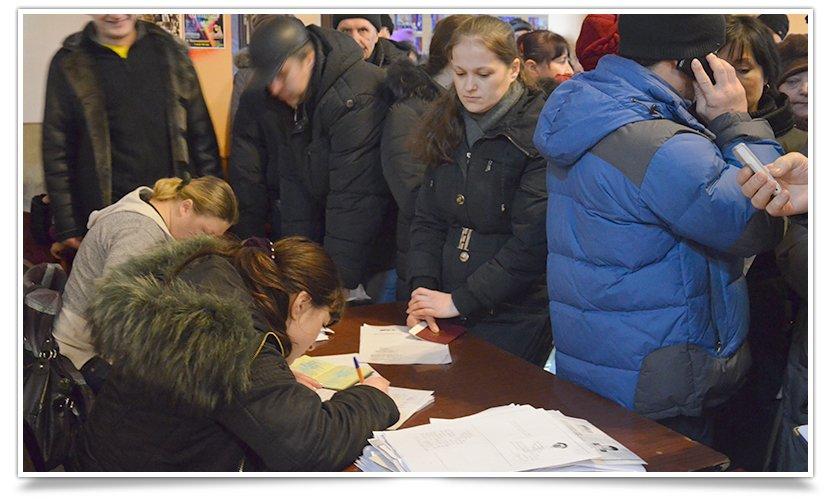 Переселенцы в Славянске могли получить сегодня продуктовые наборы (фото) - фото 1