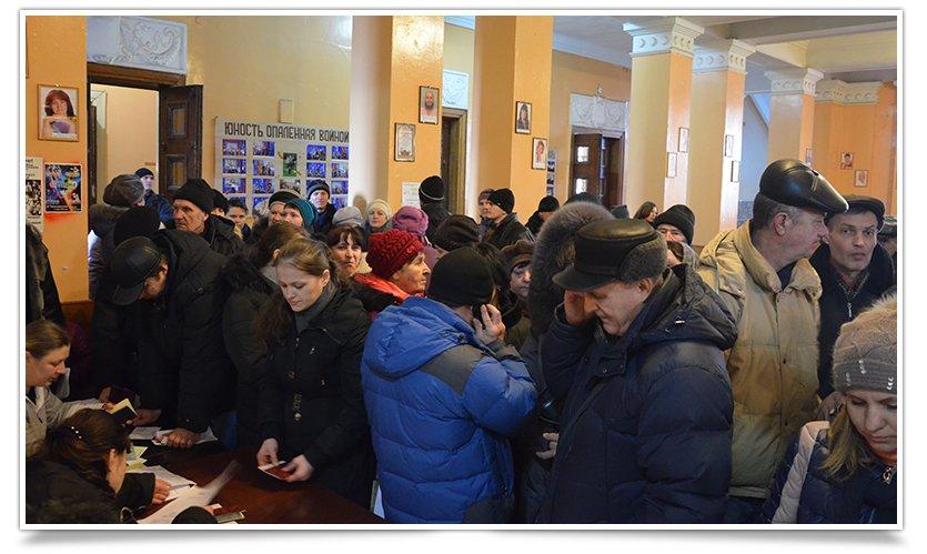 Переселенцы в Славянске могли получить сегодня продуктовые наборы (фото) - фото 3