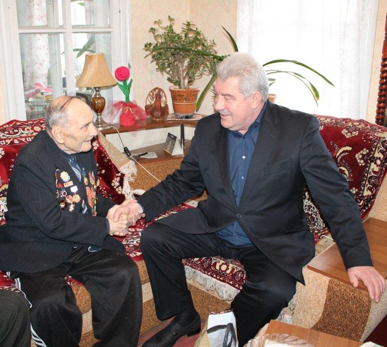 Ветераны-участники Сталинградской битвы получили подарки и материальную помощь, фото-1