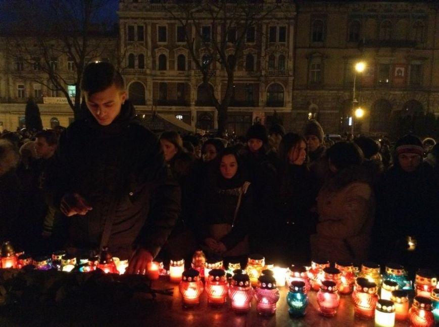 Львів'яни заспівали відомі хіти Скрябіна і запалили свічку пам'яті (ФОТО+ВІДЕО), фото-7