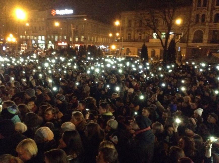 Львів'яни заспівали відомі хіти Скрябіна і запалили свічку пам'яті (ФОТО+ВІДЕО), фото-2