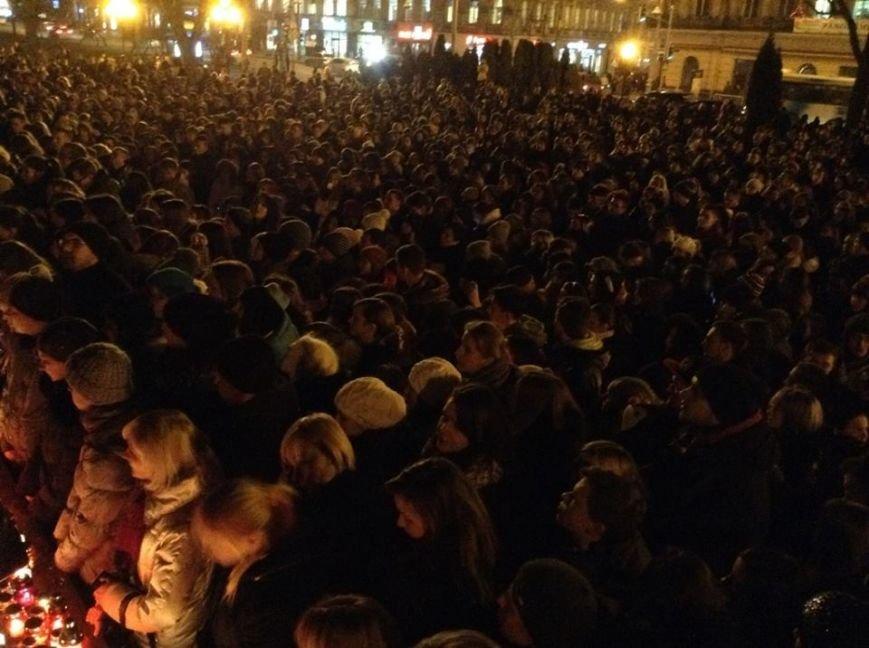 Львів'яни заспівали відомі хіти Скрябіна і запалили свічку пам'яті (ФОТО+ВІДЕО), фото-3