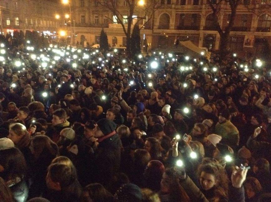 Львів'яни заспівали відомі хіти Скрябіна і запалили свічку пам'яті (ФОТО+ВІДЕО), фото-1