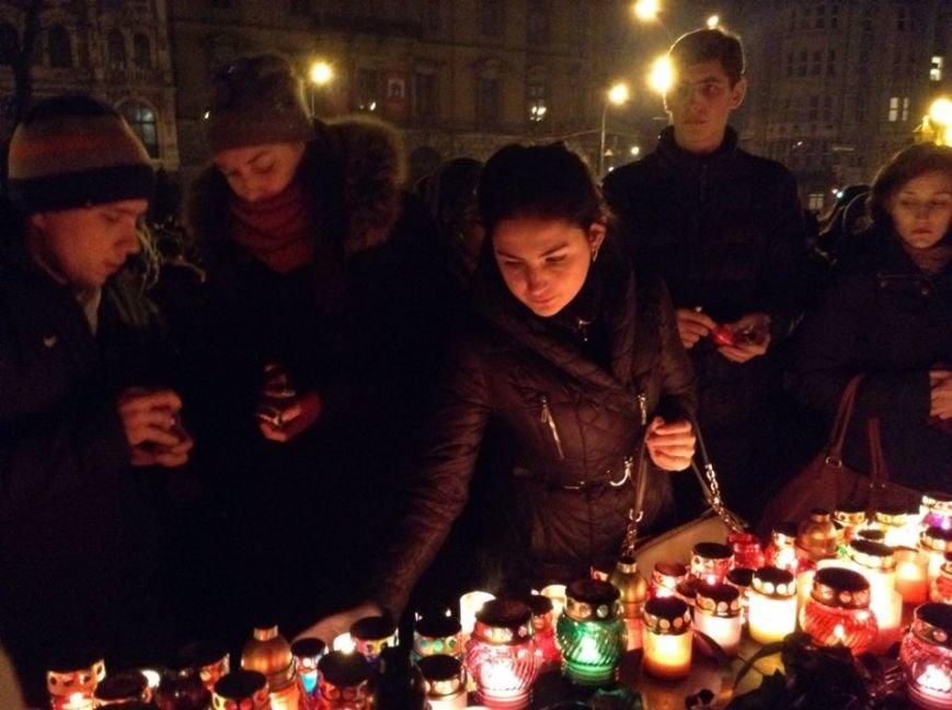 Львів'яни заспівали відомі хіти Скрябіна і запалили свічку пам'яті (ФОТО+ВІДЕО), фото-4