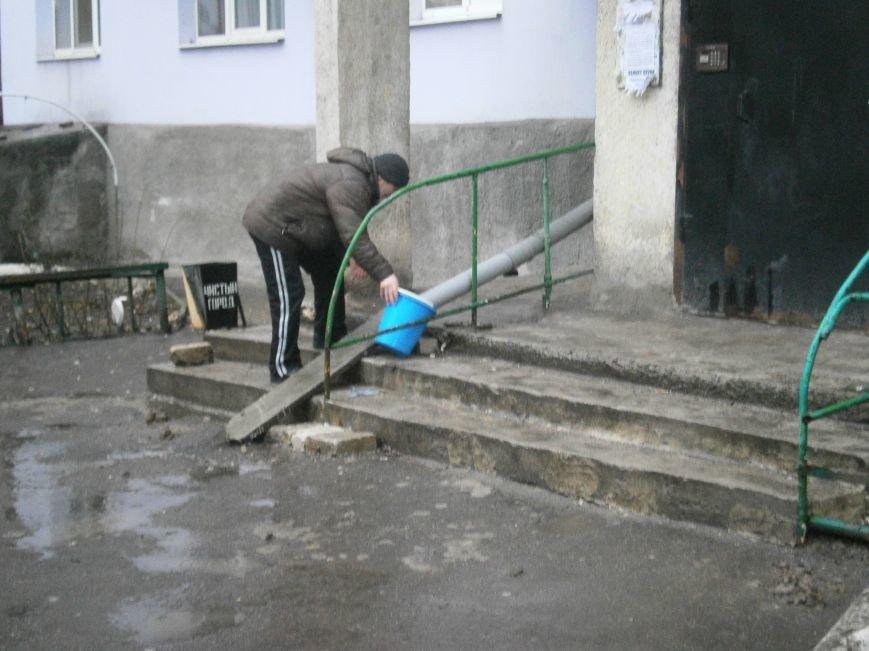 Жители Димитрова начали собирать дождевую воду (фото) - фото 7
