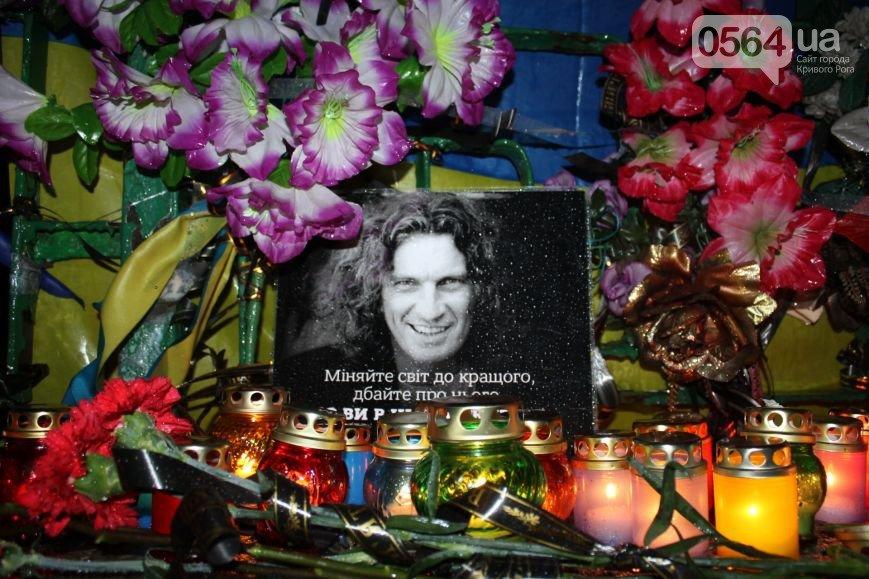 Под Кривым Рогом погиб Скрябин, сотни криворожан почтили его память на 95 квартале, а милиция нашла телефонного «террориста» (фото) - фото 2