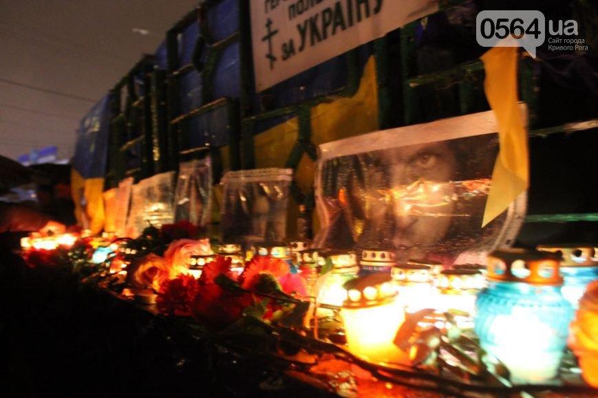 Под Кривым Рогом погиб Скрябин, сотни криворожан почтили его память на 95 квартале, а милиция нашла телефонного «террориста» (фото) - фото 1