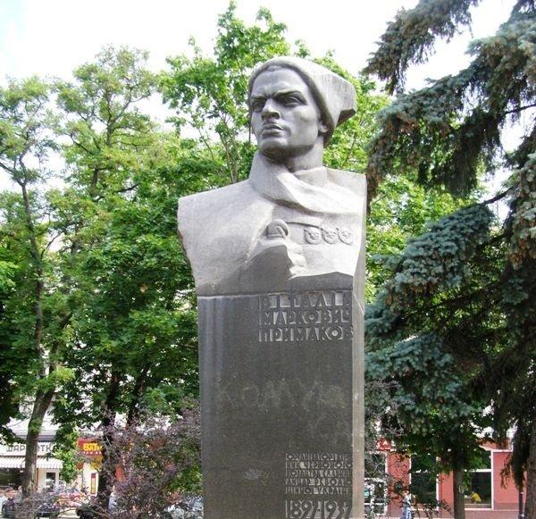 Аллею Героев в Чернигове «перезагрузят». Мирно или с кувалдой? (фото) - фото 4