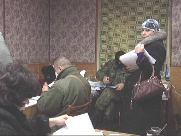 «Счастливый билет»: как жители Донбасса получают пропуски для выезда из зоны АТО (фото) - фото 6