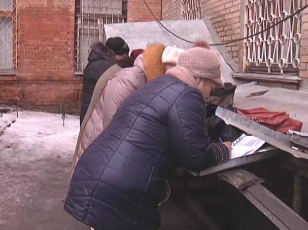 «Счастливый билет»: как жители Донбасса получают пропуски для выезда из зоны АТО (фото) - фото 2