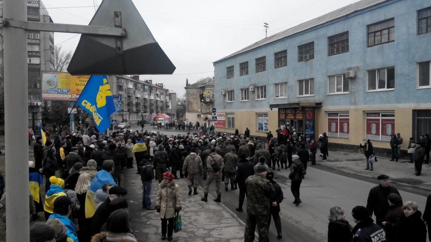 В Краматорске начался митинг против мобилизации: ФОТОРЕПОРТАЖ (ОБНОВЛЯЕТСЯ!) (фото) - фото 13