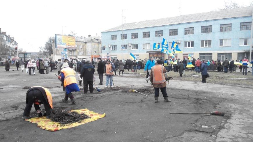 В Краматорске начался митинг против мобилизации: ФОТОРЕПОРТАЖ (ОБНОВЛЯЕТСЯ!) (фото) - фото 19