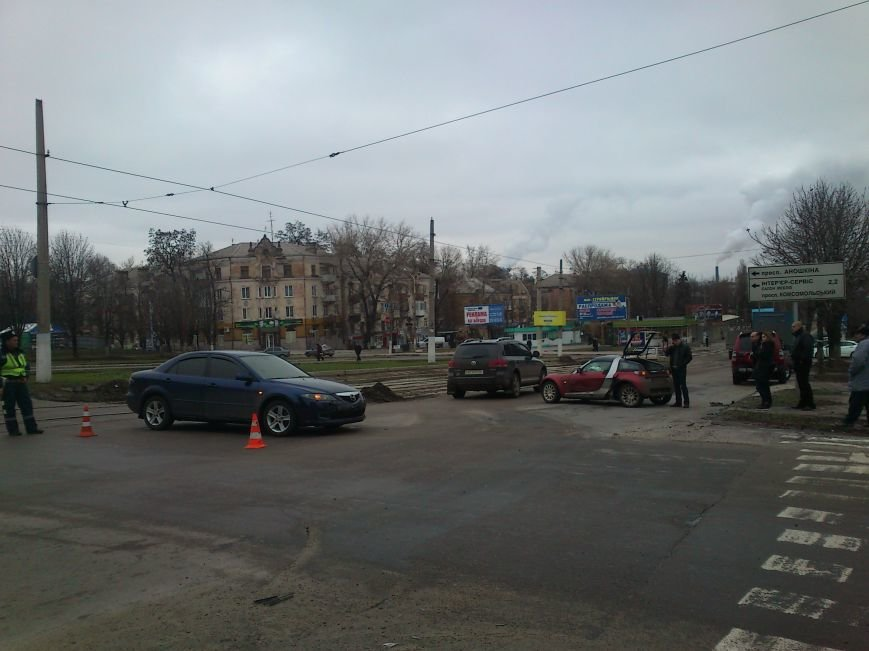В Днепродзержинске на перекрестке проспектов Аношкина и Ленина произошло ДТП, фото-2